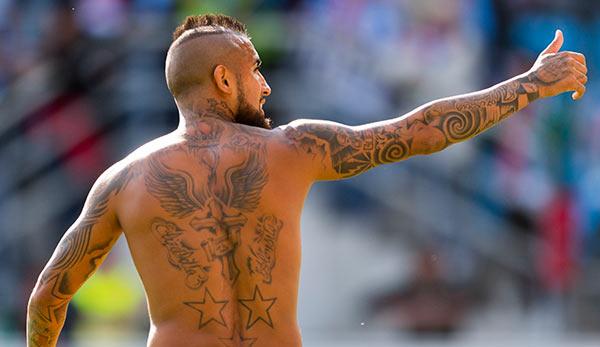 Tattoos Bei Fu 223 Ballern Professor Fordert Verbot