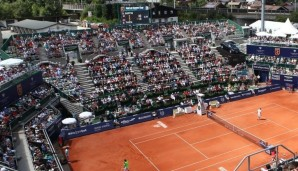 bet-at-home Cup 2013 , ATP World Tour, TennisTurnier, International Series,Sandplatz, Kitzbuehel,Oesterreich,Endspiel,Finale,Blick von oben auf den vollbesetzten Centre Court,vorne Dominic Thiem (AUT) gegen David Goffin (BEL), Querformat,Feature,P...