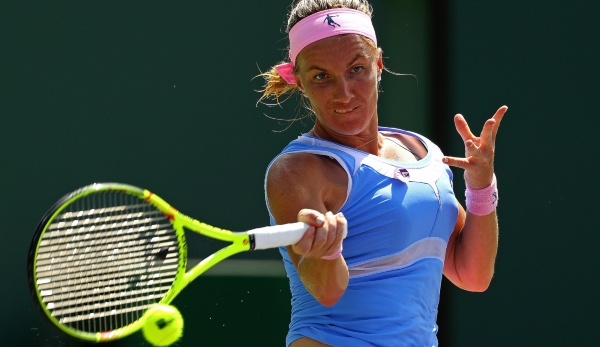 KEY BISCAYNE, FL - MARCH 31: Svetlana Kuznetsova of Russia plays a semifinal match against Timea Bacsinszky of Switzerland during Day 11 of the Miami Open presented by Itau at Crandon Park Tennis Center on March 31, 2016 in Key Biscayne, Florida. (...