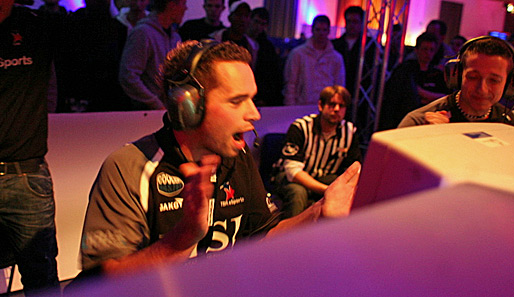 "Auf einem Intel Friday Night Game in Berlin: Christian ""todi"" Hackmann von TBH"