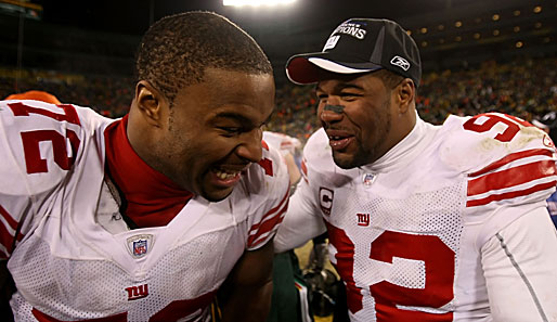 Offense wins games, defense wins championschips. Mit Michael Strahan (r.) und Osi Umenyiora haben die Giants zwei Top-Verteidiger. Sie haben gut lachen