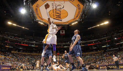 Spiel 1: Los Angeles Lakers - Utah Jazz 109:98 (Playoff-Stand 1-0)
