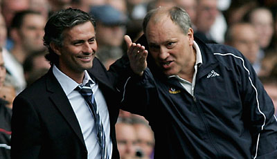 Derby in London: Spurs-Coach Jol im Plausch mit Chelsea-Trainer Jose Mourinho