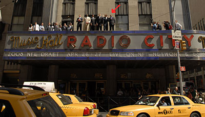 Die Kandidaten für den 2008er Draft posieren vor Radio Music City Hall in New York