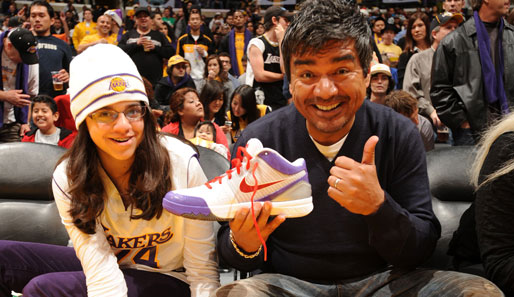 Comedian George Lopez mit wenig verstecktem Product Placement