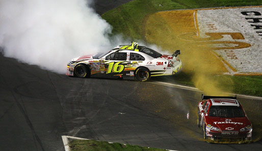 Greg Biffle (l.) und Mike Bliss nach ihrem Crash beim NASCAR Banking 500 in North Carolina