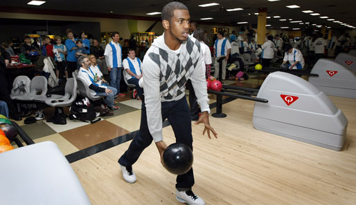 In der Regel trifft man Chris Paul in der Basketballhalle. In diesem Fall konnte man den Star der New Orleans Hornets beim Bowling bewundern