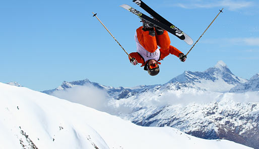 In Wanaka in Neuseeland steigt die World Heli Challenge. Hier performt der Brite Luke Potts