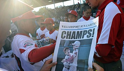 We are the champions: Japan gewinnt die Little League World Series. Nach dem 4:1 gegen das Team aus Hawaii lassen sich die jungen Spieler feiern