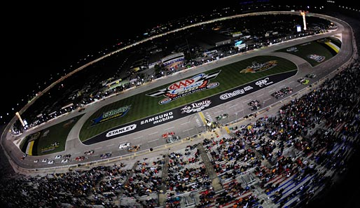 Diese Panorama-Aufnahme entstand bei der Camping World Truck Series in Fort Worth in Texas...