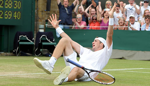 It's over! Game, Set and Match Isner! Three sets to two, 6:4, 3:6, 6:7, 7:6, Seventy Sixty Eight!