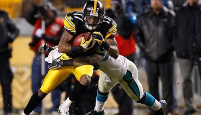 Pittsburgh Steelers - Carolina Panthers 27:3: Mike Wallace fing beim klaren Steelers-Erfolg einen 43-Yard-Pass von Ben Roethlisberger, Touchdown!