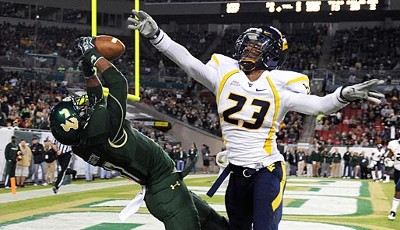 Sterling Griffin von den South Florida Bulls komplettiert den Touchdown gegen die West Virginia Mountaineers gekonnt