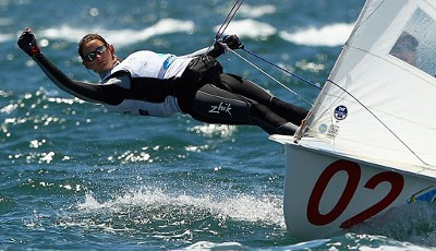 Aurora Paterson in horizontaler Lage am 14. Tag der 2011 ISAF Sailing World Championships vor Perth
