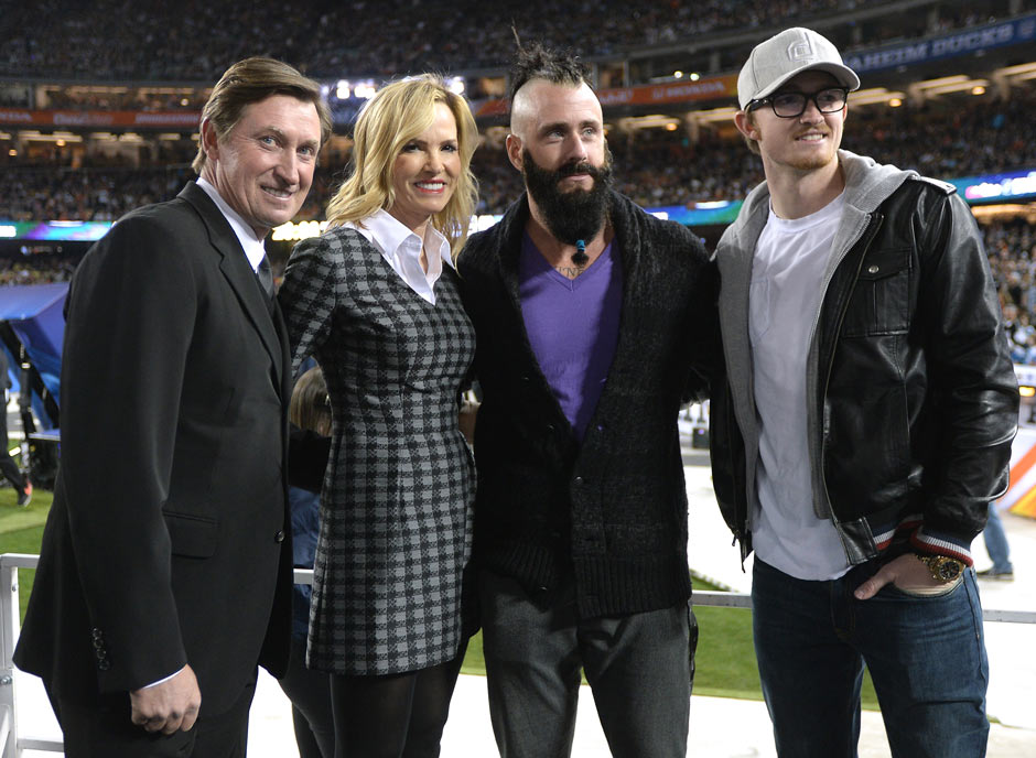 "Prominenter Besuch: Wayne ""The Great One"" Gretzky, seine Frau Janet, MLB-Superstar Brian Wilson und Trevor Gretzky"