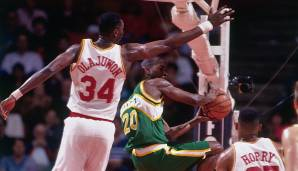 Hakeem Olajuwon (Nigeria): Der beste Shot-Blocker seit der Erhebung von Blocks, dazu legte The Dream über die Karriere 21,8 Punkte und 11,1 Rebounds auf. MVP, 2x Champion, 2x Finals-MVP, 12x All-Star - 'nuff said!