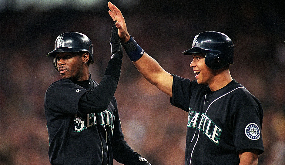 Überhaupt waren die Mariners damals, Ende der 90er, eine große Nummer. Der Superstar des Teams allerdings war der heutige Hall-of-Famer Ken Griffey Jr. (l.)