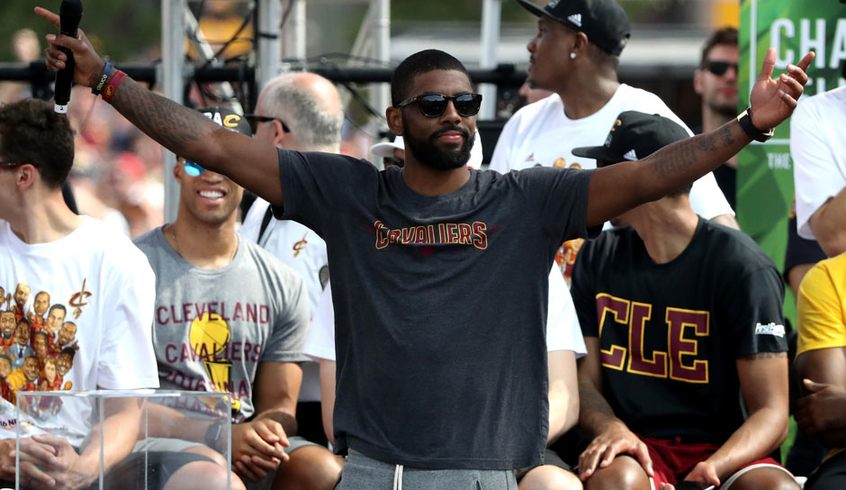 Starting Five: PG: Kyrie Irving, Saison 2015/16: 19,6 Punkte, 4,7 Assists