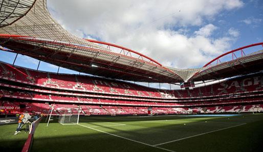 http://www.spox.com/de/sport/diashows/50-stadien-die-man-gesehen-haben-muss/lissabon-estadio-da-luz.jpg