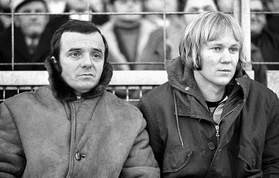 Die Dortmunder Trainer Horst Witzler und Alfons Sikora sind ratlos ob der bayrischen Dominanz