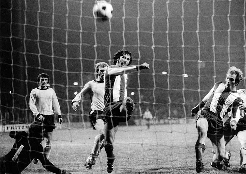 27.11.1971: Es ist eine der hellsten Stunden in der Geschichte Bayern Münchens. Gerd Müller & Co. führen den BVB vor und gewinnen am Ende mit 11:1