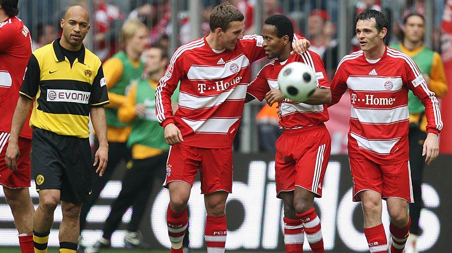 13.04.2008: Es folgten mehrere bittere Jahre für die Dortmunder. Eine 0:5-Niederlage gegen den FC Bayern und die drohende Insolvenz setzten dem die Krone auf