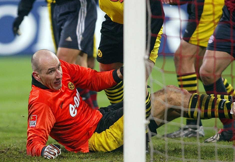Sein Vertreter im Kasten des BVB ist der Torschütze zum Dortmunder 1:0: Jan Koller. 25 Minuten lang hält der Tscheche seinen Kasten sauber