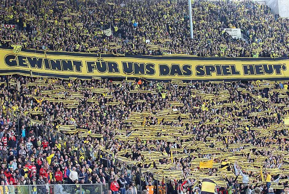 12.5.2012: Im DFB-Pokal-Finale wird der Wunsch der nach Berlin mitgereisten Dortmunder Fans erhört. Der BVB gewinnt mit 5:2 gegen die Bayern und feiert das erste Double der Vereinsgeschichte