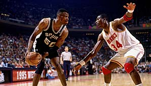 Links: David Robinson (1992, C, San Antonio Spurs) Rechts: Hakeem Olajuwon (1993 & 1994, C, Houston Rockets)