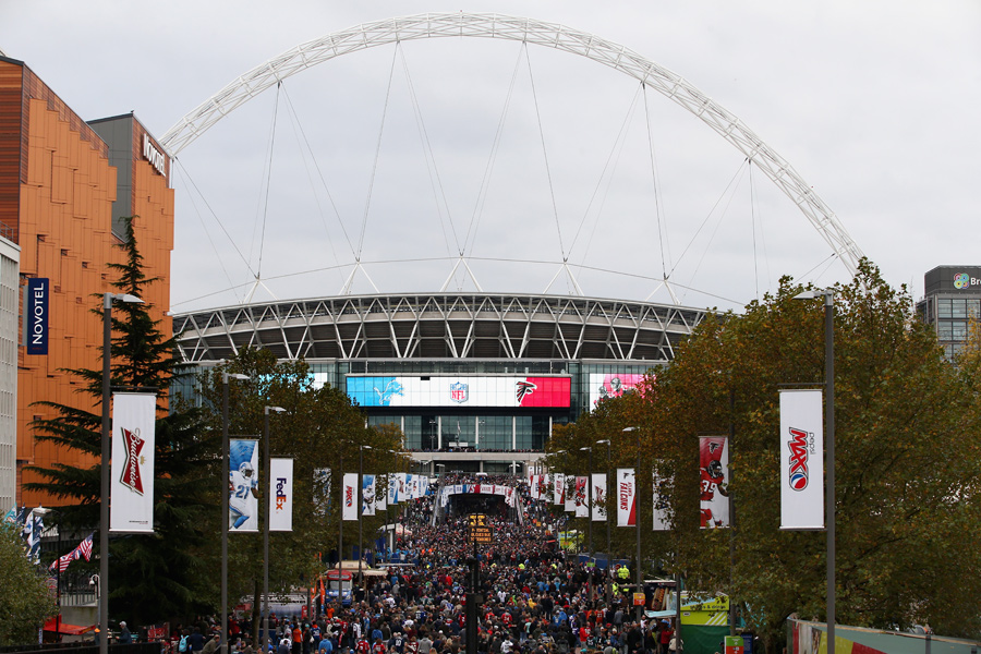 """Hello, old chap! Care for some footie in Wembley?"" Klaro - aber diesmal pilgerten Fans des ovalen Leders zur Kultstätte in London. Kickoff war an der Westküste der USA übrigens um 6:30 Uhr morgens. Joa."