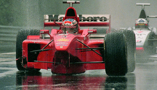 Spa 1998: Michael Schumacher und David Coulthard rollen nach ihrem Crash an die Box