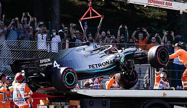 Formel 1: Lewis Hamilton bei spektakulärem Unfall unverletzt - Ferrari wieder vorn