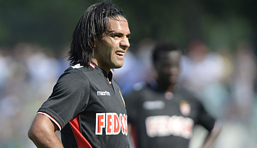 Radamel Falcao loses it as Monaco go down to 1 0 defeat at Augsburg