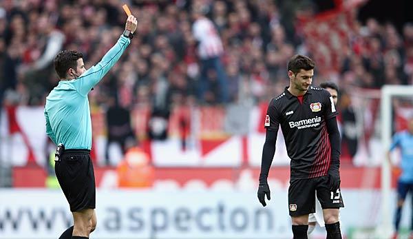 Fans von Leverkusen und Köln liefern sich Massenschlägerei