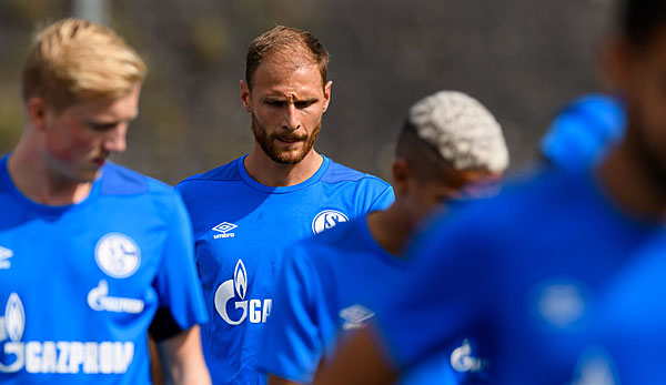 """Coming to go again: Benedikt Höwedes at his first training session with the team after his return from Juventus. """"title ="""" Come to go again: Benedikt Höwedes at his first training session with the team after his return from Juventus. """"/>   <p> © getty </p> </div> </figure> </aside> <h2><b> Separation of Höwedes and S04: End?"""" Once Schalke, always Schalke """"</b></h2> <p> Höwedes will be on the side of the Ex – Schalke's Jefferson Farfan play with the Russian champion in the premier league, but at the age of only 30 he has to mortgage one of the European clubs resume at best mid-range league. The fact that Moscow will be its last career station, as indicated at least the contract period (4 years). </p> <p> The miners, however, save eight million euros annual salary and receive another five million euros transfer fee. Money that can be invested elsewhere. So the rumors multiply that, for example, could be invested in a replacement for the long-term injured Bastian Oczipka. """"It's no secret that we keep our eyes open,"""" said Heidel in this regard. </p> <p> The end of Höwedes' Schalker institution may seem sad in a football-romantic view. But the bottom line is that there is no end to it – for the player, the club and the fans. Although talking about an end does not hit the nail on the head. """"Once Schalke, always Schalker"""", Höwedes already knew that a year ago. </p> </p></div> </pre> <script async src="""