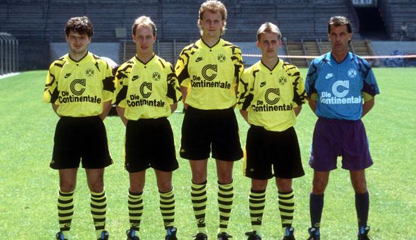 Les nouveaux arrivants du BVB pour la saison 1991/1992: Stéphane Chapuisat, Wolfgang Homberg, Bodo Schmidt, Andreas Tewes et l'entraîneur Ottmar Hitzfeld (à gauche).