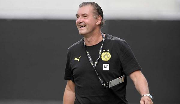 Michael Zorc zeigte sich mit Trainer Terzic sehr zufrieden.