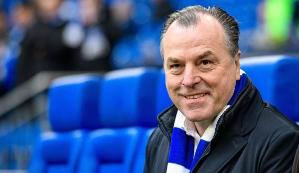 Der langjährige Klubchef Clemens Tönnies (64) würde dem krisengeschüttelten Fußball-Bundesligisten Schalke 04 bei Bedarf wohl finanzielle Unterstützung anbieten.
