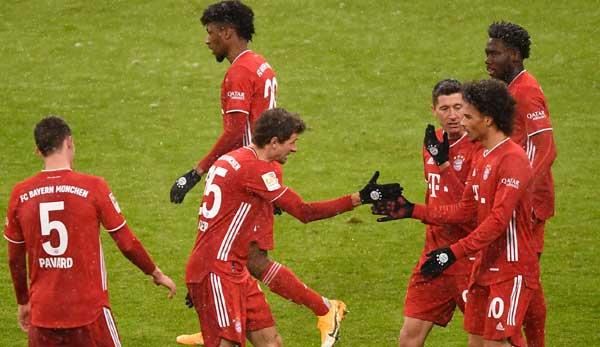 Der FC Bayern führt die Liga an.