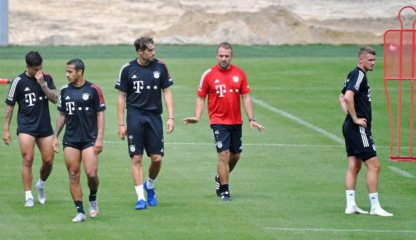 L'entraîneur du Bayern Hansi Flick (au centre) veut également remporter la Ligue des champions avec l'équipe après la Bundesliga et la Coupe DFB.