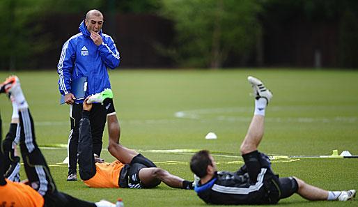 Roberto Di Matteo (stehend) hat in dieser Saison einen ungeahnten Aufstieg erlebt