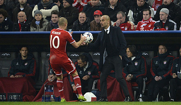 Bayern-Trainer Pep Guardiola (r.) hat momentan ein echtes Luxus-Problem