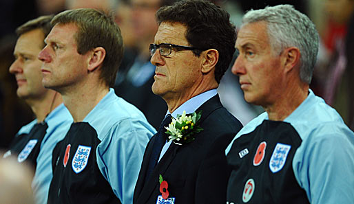 Fabio Capello (M.) war seit Sommer 2008 Trainer der Three Lions
