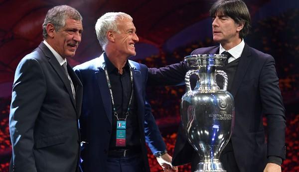 Les entraîneurs de Hammer Group F: Fernando Santos (Portugal), Didier Deschamps (France) et le sélectionneur national Joachim Löw (de gauche à droite).