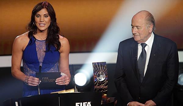 Hope Solo und Sepp Blatter auf einer FIFA Gala zum Balon D'or 2012