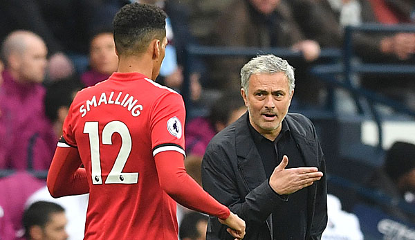 Jose Mourinho coachte Chris Smalling bei Manchester United.