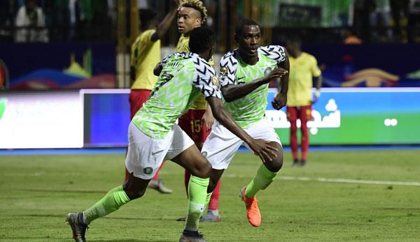 Afrika-Cup: Nigeria dreht Spiel gegen Kamerun - Südafrika düpiert Ägypten