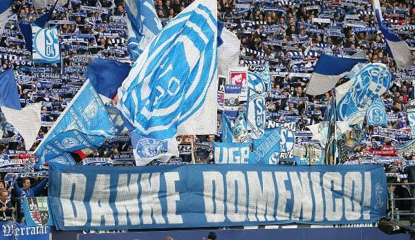 Domenico Tedesco était toujours célébré par les fans de Schalke après sa libération.