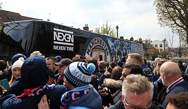 Manchester City Stars Spendieren Fan Busse