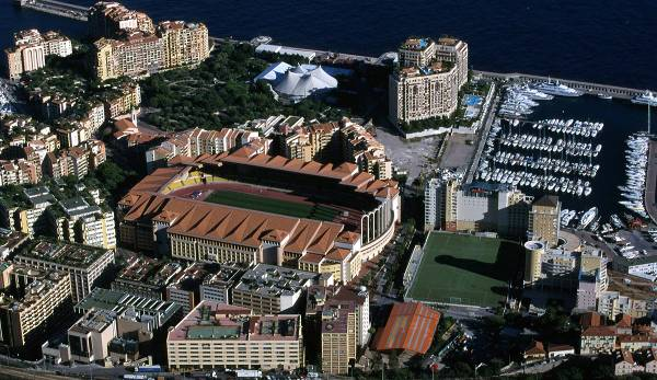 Stade Louis II: Le site de l'AS Monaco est situé directement à la marina.